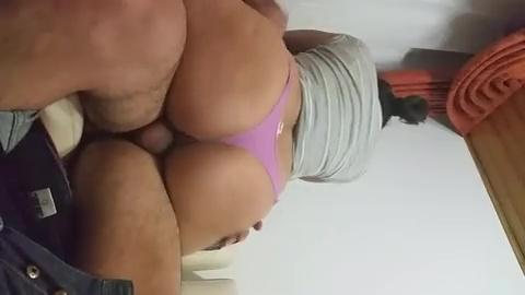 Comedor faz pornô amador com brasileira safada