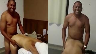 Moreno feliz fudendo buchuda no motel