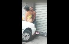 Comeu o cu da crackudinha na rua mesmo