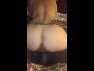 Branca de corno fazendo sexo com negro
